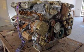 Художник сделал двигатель из камня, дерева и костей