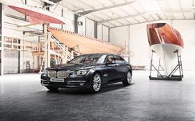 BMW выпустила серебряную «семерку»