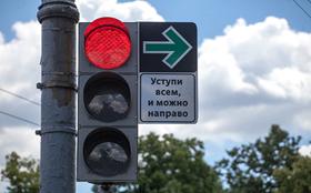 Россиянам разрешат поворачивать направо на красный свет